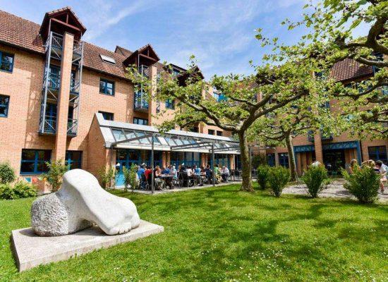 Hypnoseschule im Romerohaus Luzern mit Garten